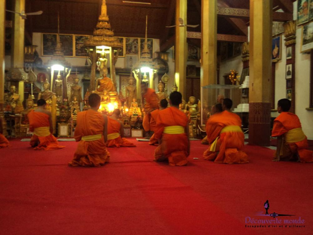 moines bouddhistes temples