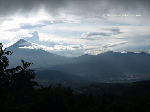 les volcans dans le monde pacaya