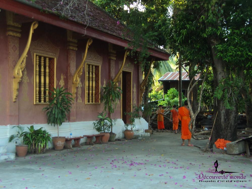 travail moine bouddhiste