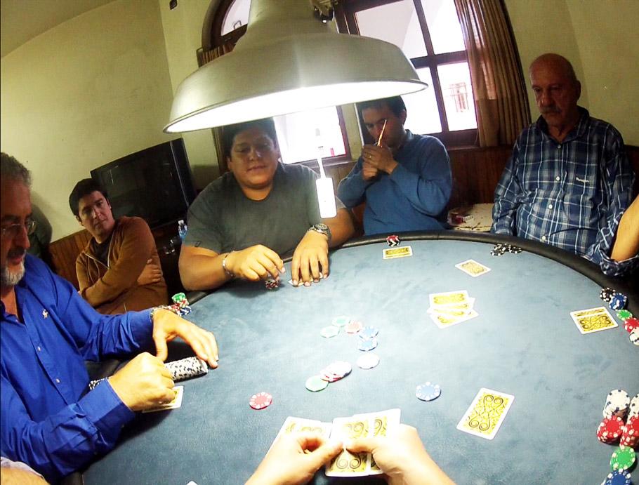financer voyage jouant poker