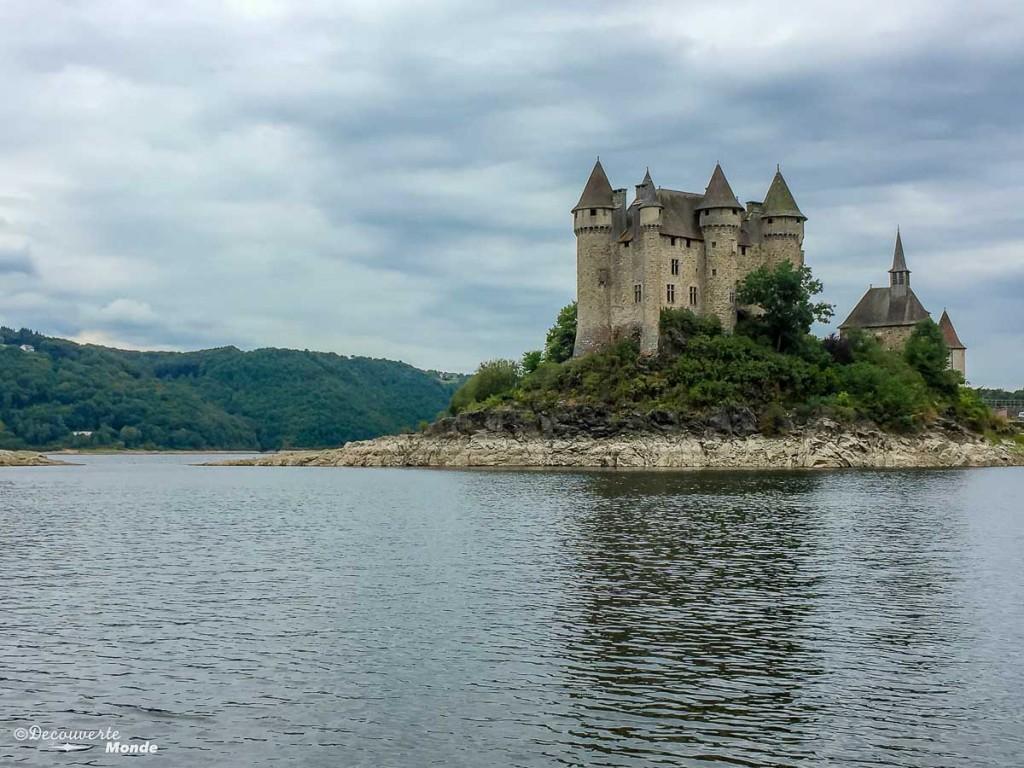 château de val Auvergne en France