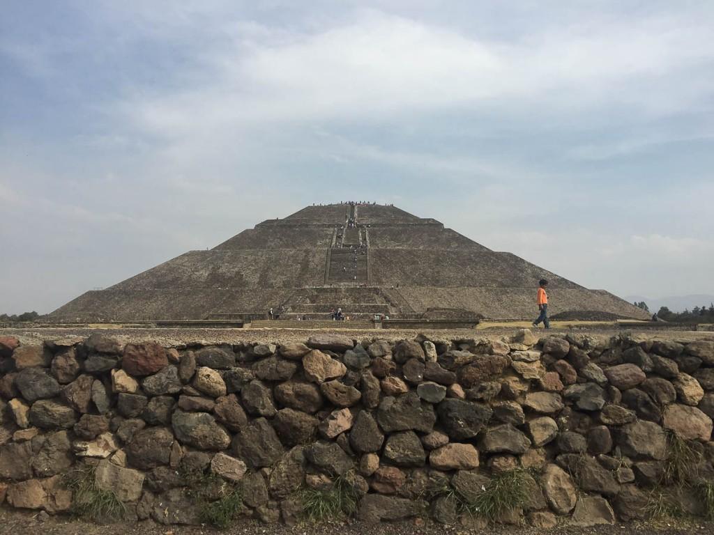 pyramide du soleil teotihuacan