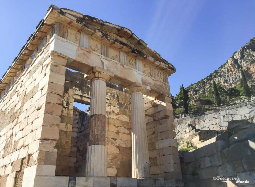 temple delphes