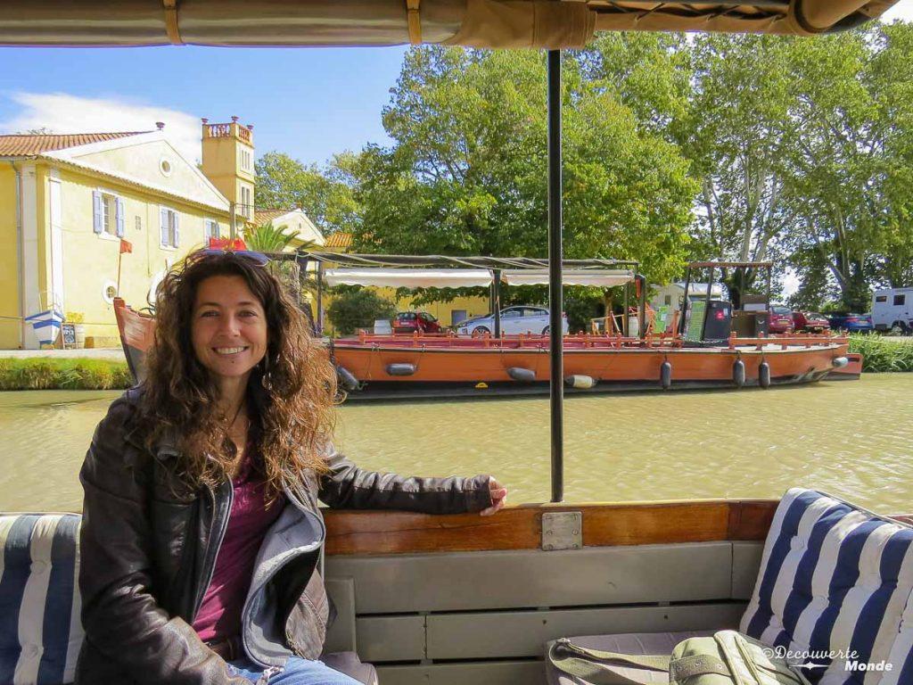Visiter l'Aude pays Cathare en 7 idées de choses à faire. Balade en bateau sur le Canal du Midi. Retrouvez l'article ici: https://www.decouvertemonde.com/visiter-l-aude-pays-cathare