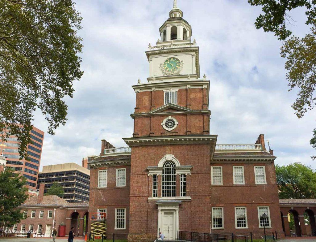 Que faire à Philadelphie et visiter en 10 coups de coeur. Ici le Independence Hall. Retrouvez l'article ici: https://www.decouvertemonde.com/quoi-faire-a-philadelphie-visiter