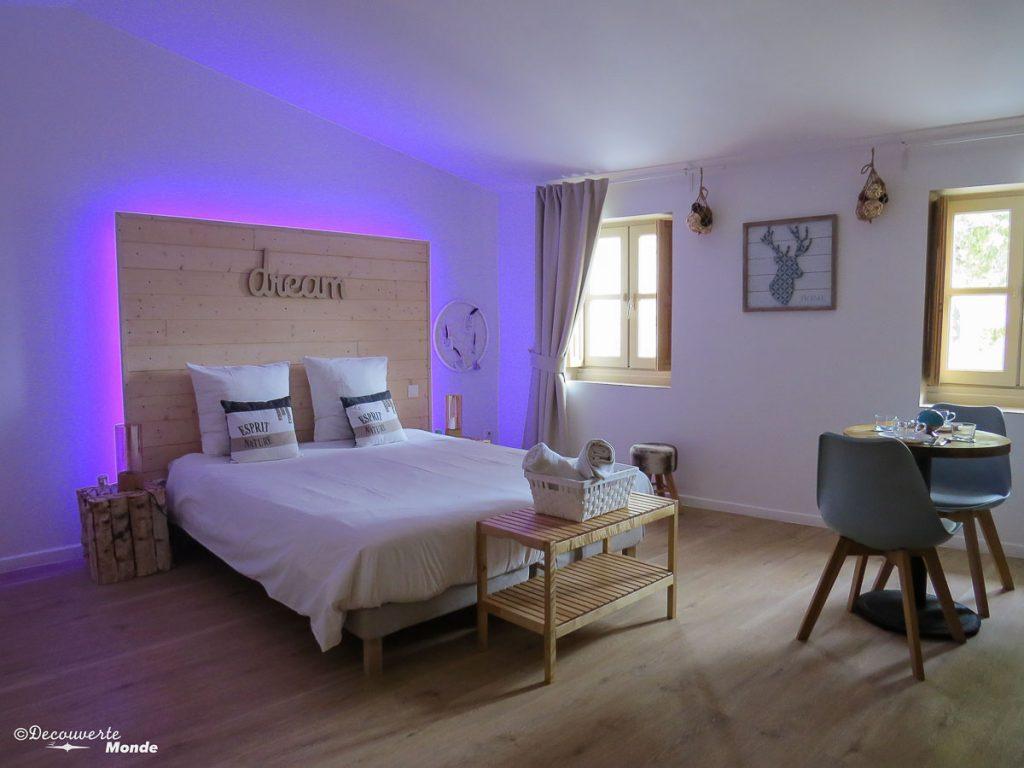 Visiter l'Aude pays Cathare en 7 idées de choses à faire. Ici ma chambre à la Maison Gustave à Narbonne. Retrouvez l'article ici: https://www.decouvertemonde.com/visiter-l-aude-pays-cathare