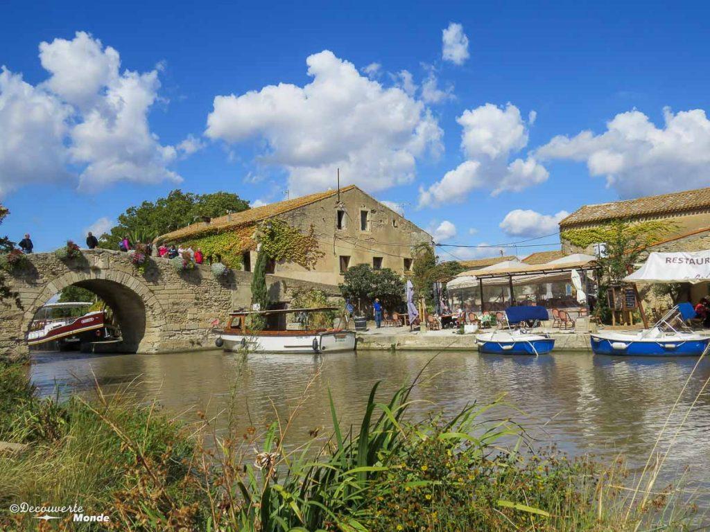 Visiter l'Aude pays Cathare en 7 idées de choses à faire. Ici le Somail et le Canal du Midi. Retrouvez l'article ici: https://www.decouvertemonde.com/visiter-l-aude-pays-cathare