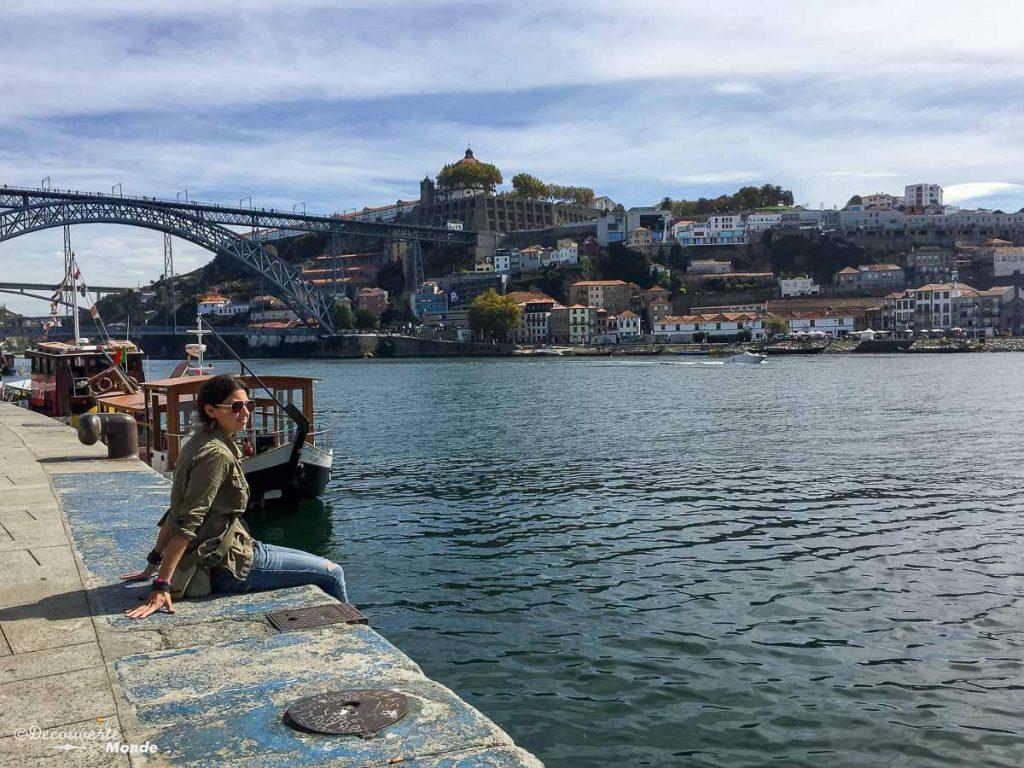 Où aller au Portugal : Mon itinéraire pour visiter le Portugal en 7 jours. Ici en bord du fleuve Douro à Porto. Retrouvez l'article ici: https://www.decouvertemonde.com/ou-aller-au-portugal-itineraire-visiter-7jours