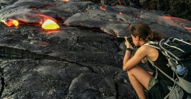 Big Island : Mon voyage de 10 jours sur la plus grande des îles d'Hawaii. Ici devant de la lave active dans le parc des volcans. Retrouvez l'article ici: https://www.decouvertemonde.com/big-island-voyage-iles-hawaii