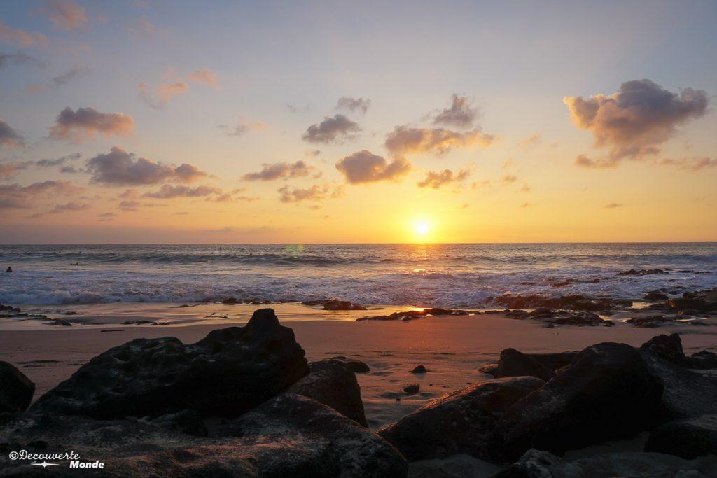 Big Island : Mon voyage de 10 jours sur la plus grande des îles d'Hawaii. Ici coucher de soleil sur la plage de Magic Sands beach. Retrouvez l'article ici: https://www.decouvertemonde.com/big-island-voyage-iles-hawaii