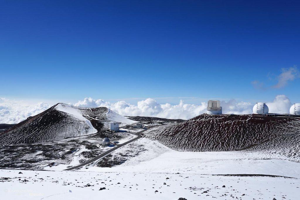 Big Island : Mon voyage de 10 jours sur la plus grande des îles d'Hawaii. Ici la station d'astronomie au sommet du Mauna kea. Retrouvez l'article ici: https://www.decouvertemonde.com/big-island-voyage-iles-hawaii