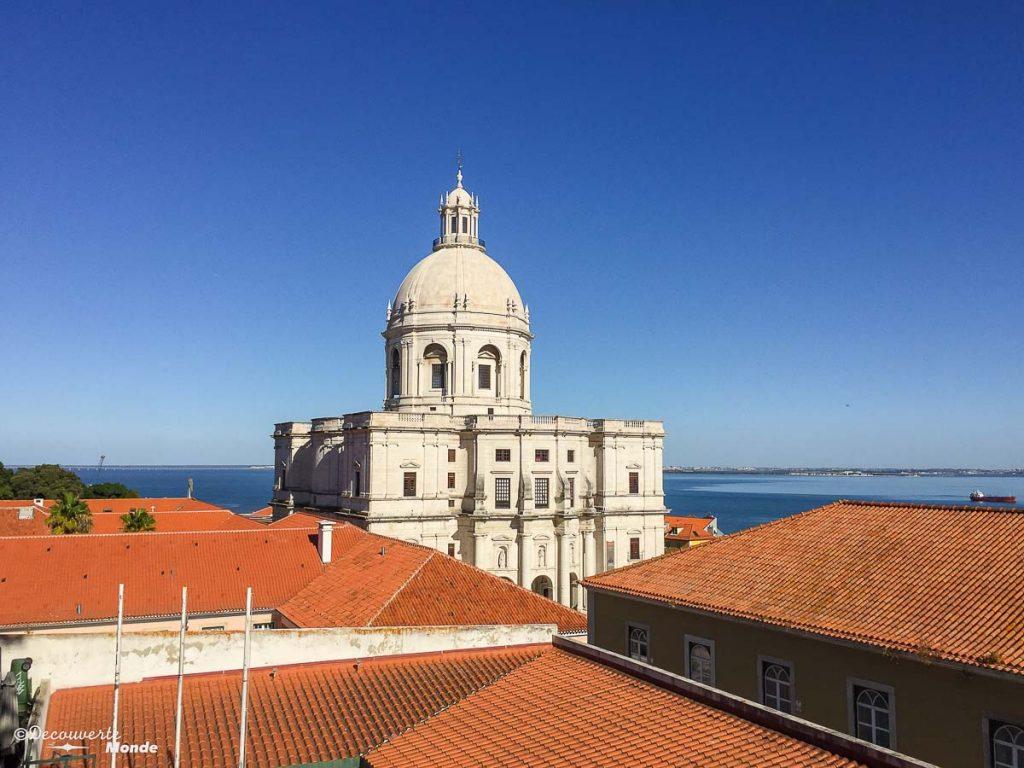 Où aller au Portugal : Mon itinéraire pour visiter le Portugal en 7 jours. Ici le Panthéon national à Lisbonne. Retrouvez l'article ici: https://www.decouvertemonde.com/ou-aller-au-portugal-itineraire-visiter-7jours