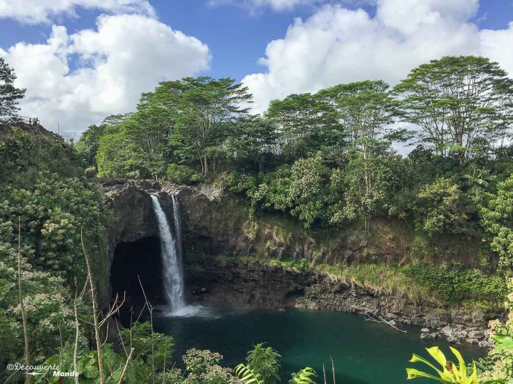 Big Island : Mon voyage de 10 jours sur la plus grande des îles d'Hawaii. Ici les chutes Rainbow. Retrouvez l'article ici: https://www.decouvertemonde.com/big-island-voyage-iles-hawaii