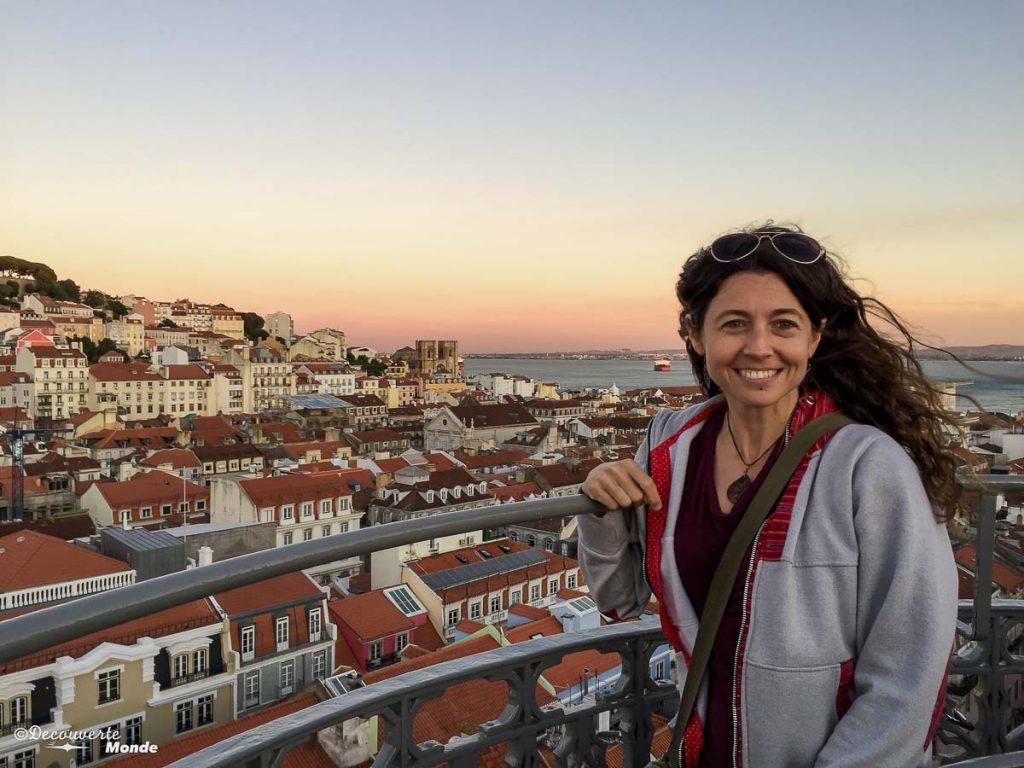 Où aller au Portugal : Mon itinéraire pour visiter le Portugal en 7 jours. Ici au miradouro Santa Justa à Lisbonne. Retrouvez l'article ici: https://www.decouvertemonde.com/ou-aller-au-portugal-itineraire-visiter-7jours