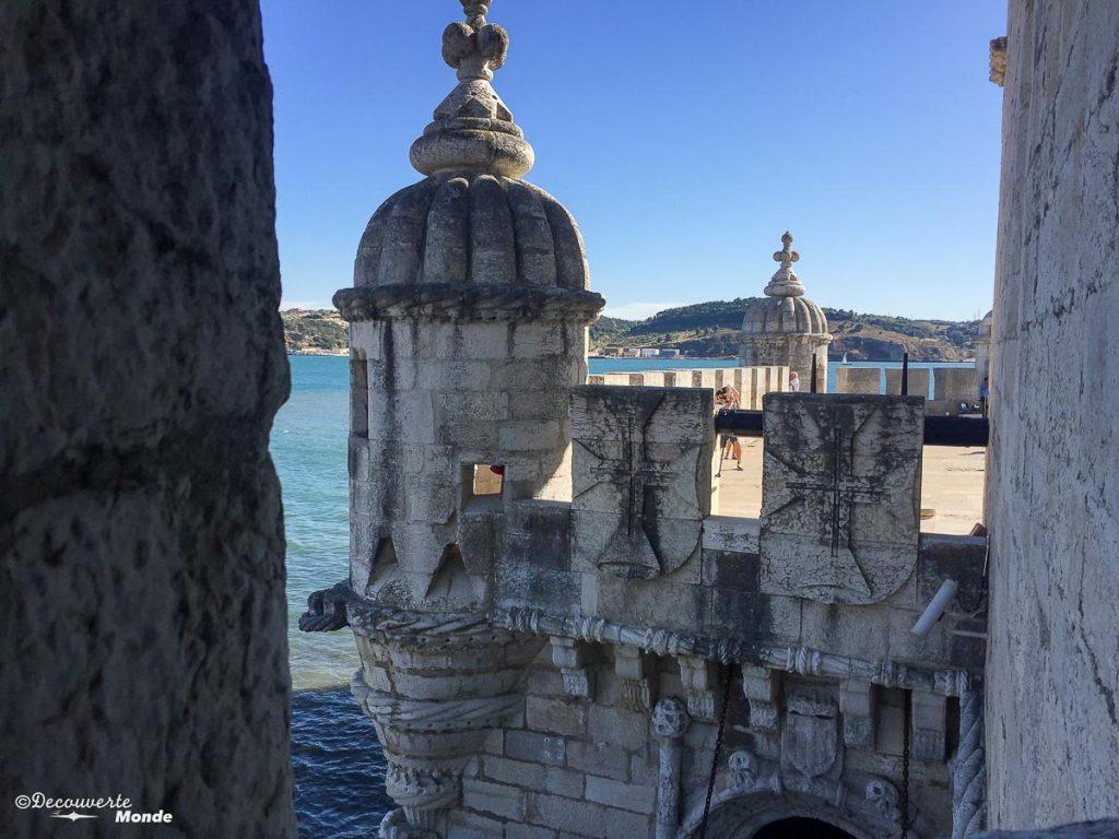 Où aller au Portugal : Mon itinéraire pour visiter le Portugal en 7 jours. Ici la tour de Belem à Lisbonne. Retrouvez l'article ici: https://www.decouvertemonde.com/ou-aller-au-portugal-itineraire-visiter-7jours