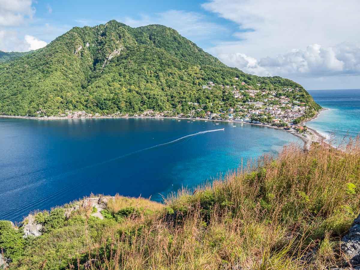 Îles des Caraïbes à visiter en 10 coups de coeur. Ici la sauvage Dominique. Retrouvez l'article ici: https://www.decouvertemonde.com/iles-des-caraibes-a-visiter