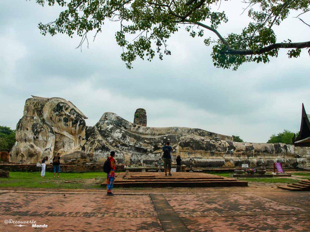 Le Wat Lokaya Sutharam, un temple à visiter à Ayutthaya en Thaïlande. Photo tirée de mon article Ayutthaya en Thaïlande : 6 principaux temples d'Ayutthaya à voir et visiter. #ayutthaya #unesco #thailande #asie #asiedusudest #voyage #ruine #bouddhisme