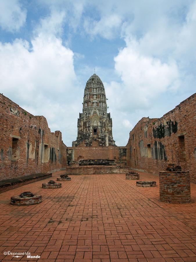 Le Wat Ratchaburana, un temple à visiter à Ayutthaya en Thaïlande. Photo tirée de mon article Ayutthaya en Thaïlande : 6 principaux temples d'Ayutthaya à voir et visiter. #ayutthaya #unesco #thailande #asie #asiedusudest #voyage #ruine #bouddhisme