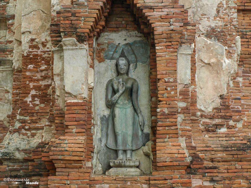 Les ruines des temples d'Ayutthaya en Thaïlande. Photo tirée de mon article Ayutthaya en Thaïlande : 6 principaux temples d'Ayutthaya à voir et visiter. #ayutthaya #unesco #thailande #asie #asiedusudest #voyage #ruine #bouddhisme