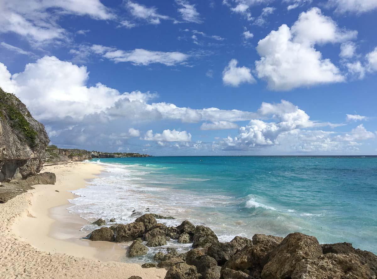 Îles des Caraïbes à visiter en 10 coups de coeur. Ici plage de La Barbade. Retrouvez l'article ici: https://www.decouvertemonde.com/iles-des-caraibes-a-visiter