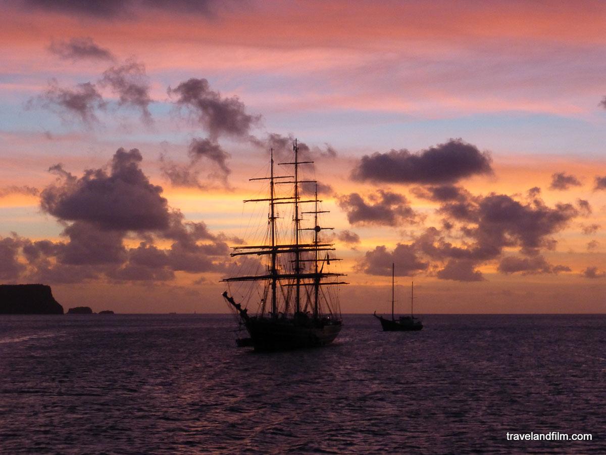Îles des Caraïbes à visiter en 10 coups de coeur. Ici lieu de tournage du film pirates des Caraïbes à Saint-Vincent-et-les-Grenadines. Retrouvez l'article ici: https://www.decouvertemonde.com/iles-des-caraibes-a-visiter