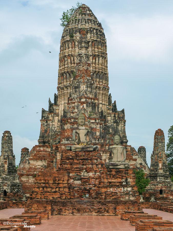 Le Wat Chai Watthanaram, un temple à visiter à Ayutthaya en Thaïlande. Photo tirée de mon article Ayutthaya en Thaïlande : 6 principaux temples d'Ayutthaya à voir et visiter. #ayutthaya #unesco #thailande #asie #asiedusudest #voyage #ruine #bouddhisme