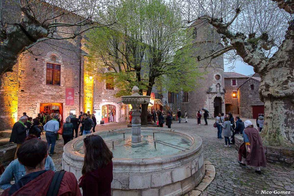 Le village de Sainte-Eulalie-de-Cernon, un village à visiter en Aveyron. Photo tirée de mon article Visiter l'Aveyron en France : Que faire autour de Millau le temps d'un week-end #aveyron #france #millau #sainteeulaliedecernon #europe #voyage #villagedefrance #medieval