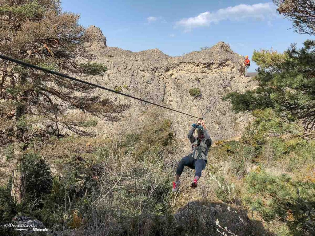 Pour visiter l'Aveyron, faire de la via ferrata au Vieux-Montpellier dans le Causse Noir. Photo tirée de mon article Visiter l'Aveyron en France : Que faire autour de Millau le temps d'un week-end #aveyron #france #millau #viaferrata #europe #voyage #outdoor #caussenoir