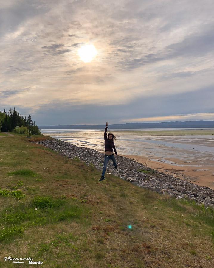 Coucher de soleil sur la baie de Sept-îles. Photo tirée de mon article Quoi faire à Sept-Îles au Québec : Voyage et tourisme sur la Côte-Nord. #septiles #cotenord #quebec #voyage #quebecoriginal #explorecanada #canada #sunset