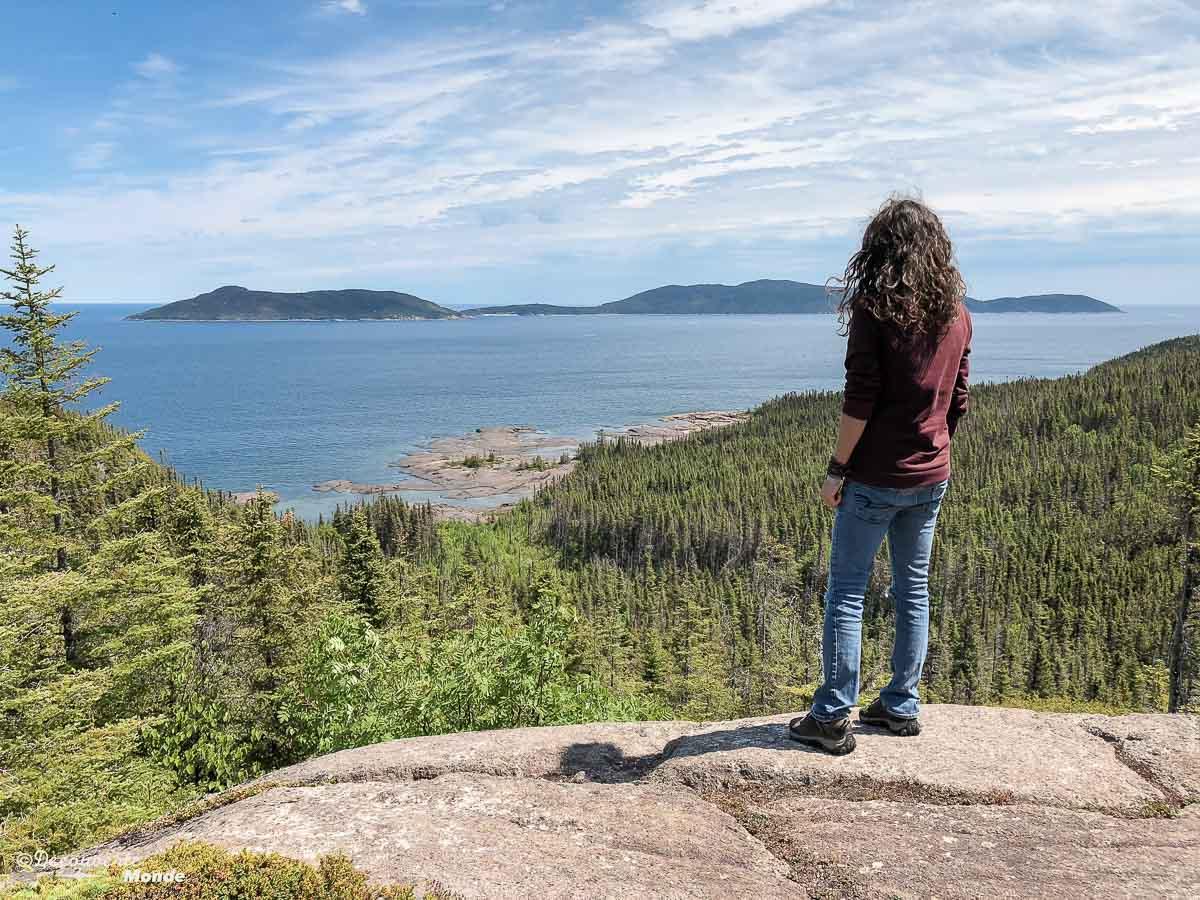 Au belvédère de l'île Grande Basque à Sept-îles. Photo tirée de mon article Quoi faire à Sept-Îles au Québec : Voyage et tourisme sur la Côte-Nord. #septiles #cotenord #quebec #voyage #quebecoriginal #explorecanada #canada