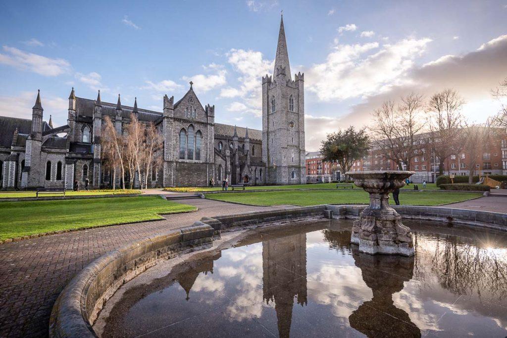 La cathédrale St. Patrick à Dublin. Photo tirée de mon article Visiter Dublin en Irlande : Que voir et faire le temps d'un weekend. #irlande #dublin #europe #voyage #cathedrale