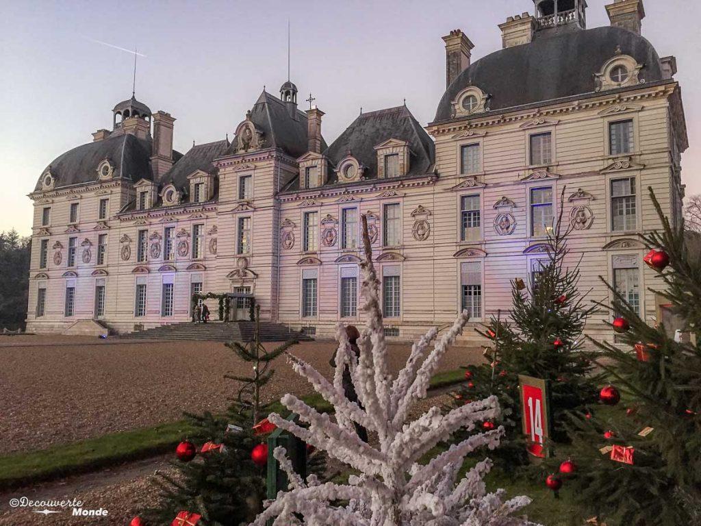 Le château de Cheverny en France. Photo tirée de mon article Châteaux de France : Mes découvertes au fil de mes voyages. #france #europe #voyage #chateau #cheverny