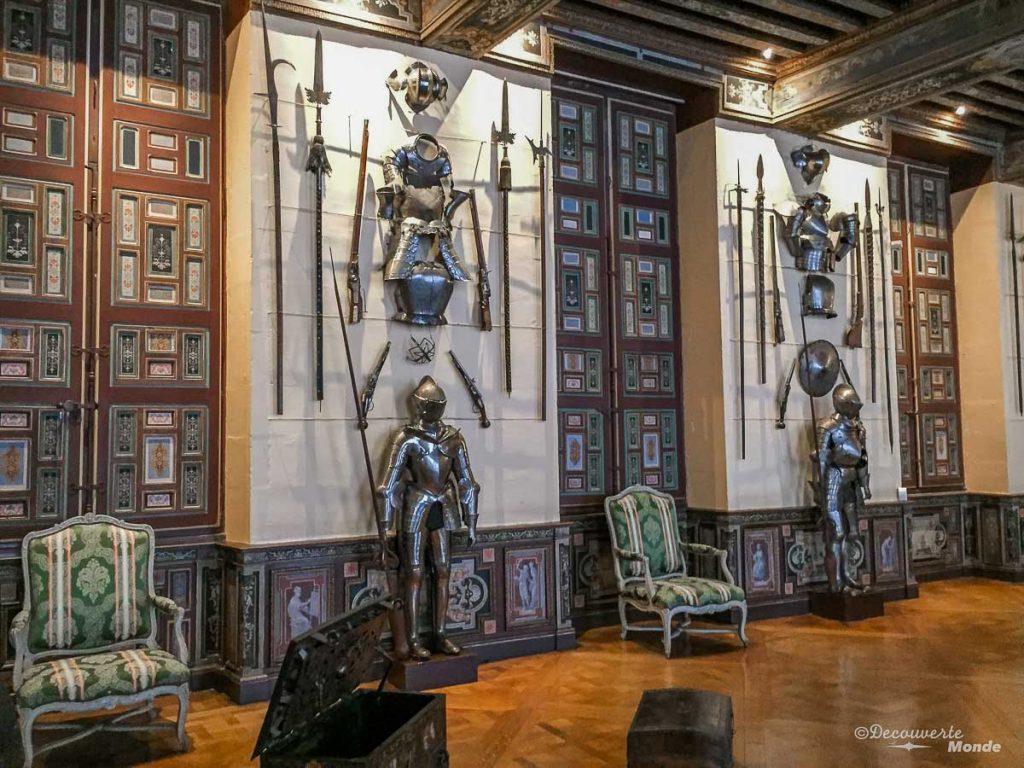 L'intérieur du château de Cheverny en France. Photo tirée de mon article Châteaux de France : Mes découvertes au fil de mes voyages. #france #europe #voyage #chateau #cheverny