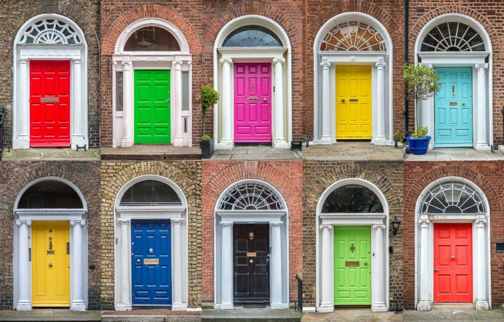 Les portes colorées de l'architecture géorgienne à Dublin. Photo tirée de mon article Visiter Dublin en Irlande : Que voir et faire le temps d'un weekend. #irlande #dublin #europe #voyage