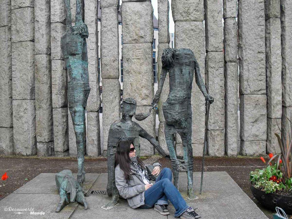 Une statue de la Famine Memorial au parc St. Stephen's Green à Dublin. Photo tirée de mon article Visiter Dublin en Irlande : Que voir et faire le temps d'un weekend. #irlande #dublin #europe #voyage