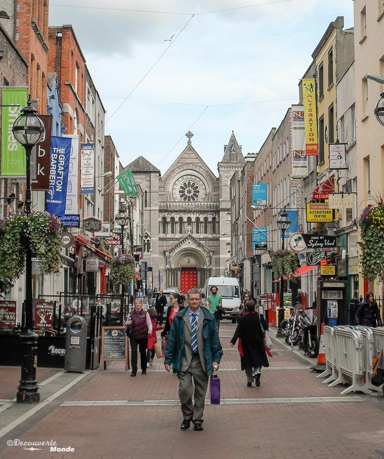 Grafton street à Dublin. Photo tirée de mon article Visiter Dublin en Irlande : Que voir et faire le temps d'un weekend. #irlande #dublin #europe #voyage