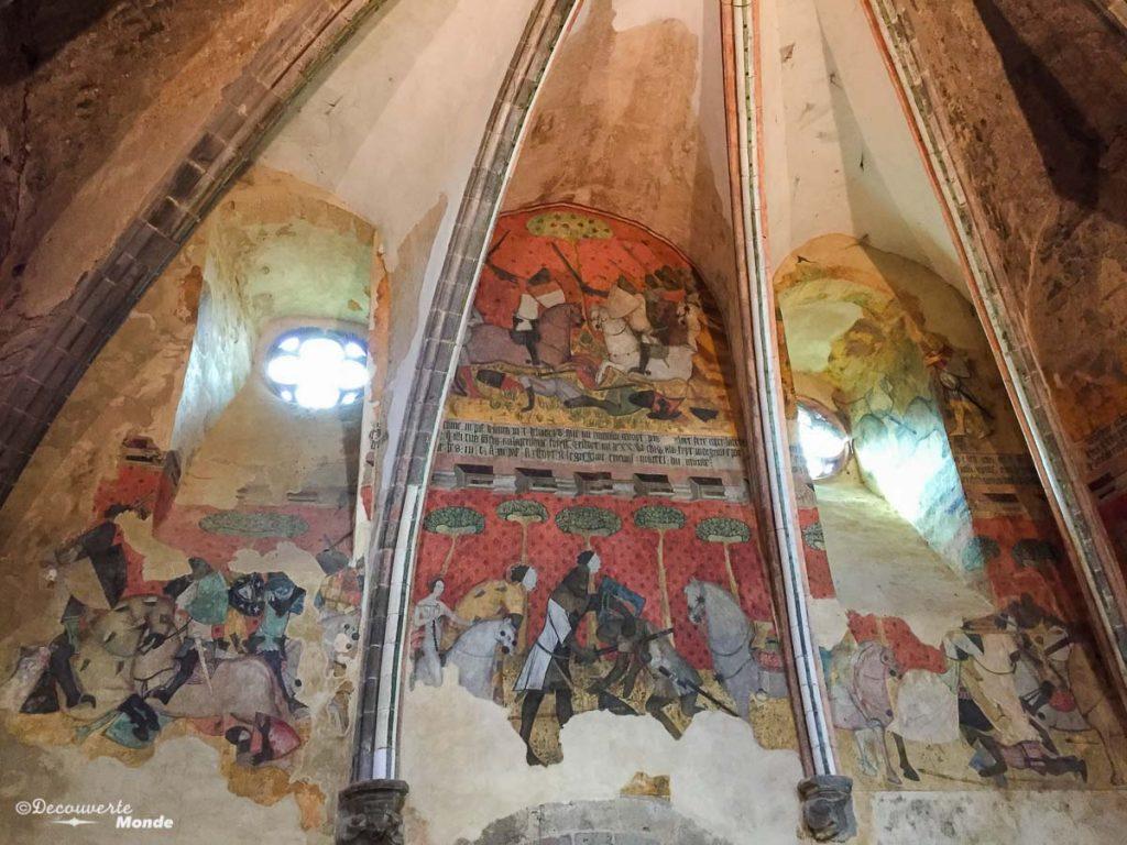 Les fresques de Tristan et Iseult au château de Saint-Floret en France. Photo tirée de mon article Châteaux de France : Mes découvertes au fil de mes voyages. #france #europe #voyage #chateau #saint-floret