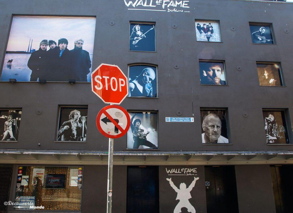 Le Wall of Fame dans Temple Bar à Dublin. Photo tirée de mon article Visiter Dublin en Irlande : Que voir et faire le temps d'un weekend. #irlande #dublin #europe #voyage
