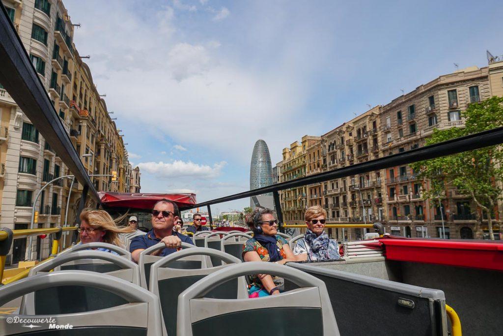 Visite de Barcelone en bus touristique. Dans mon article Visiter Barcelone en Espagne : Que faire et voir le temps d'un week-end. | Que faire à Barcelone et que voir | Quoi voir à Barcelone et quoi faire | Que visiter à Barcelone | Activités à Barcelone | Où dormir à Barcelone| #barcelone #barcelona #europe #espagne #catalogne #citytrip #voyage