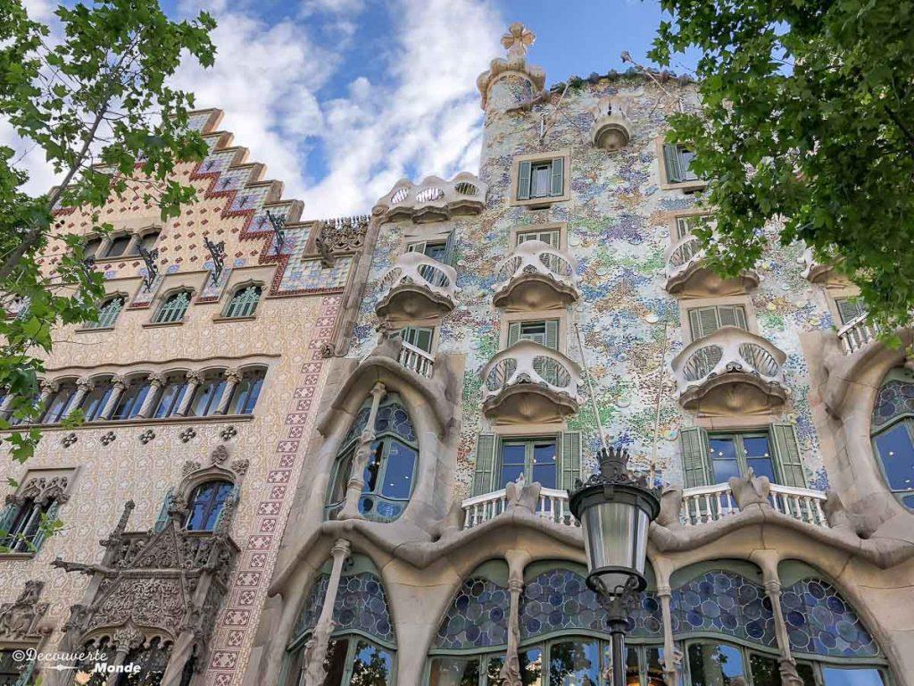La Casa Mila de Gaudi à Barcelone. Dans mon article Visiter Barcelone en Espagne : Que faire et voir le temps d'un week-end. | Que faire à Barcelone et que voir | Quoi voir à Barcelone et quoi faire | Que visiter à Barcelone | Activités à Barcelone | Où dormir à Barcelone| #barcelone #barcelona #europe #espagne #catalogne #citytrip #voyage #casamila #gaudi
