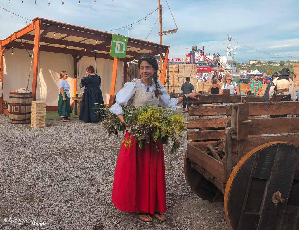 En costume paysanne lors des Fêtes de la Nouvelle-France à Québec. Dans mon article sur Les fêtes de la Nouvelle-France : Un festival historique à Québec. #quebec #canada #histoire #NouvelleFrance #quebecoriginal