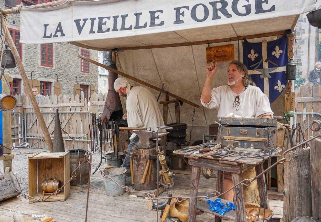 La vieille forge aux Fêtes de la Nouvelle-France à Québec. Dans mon article sur Les fêtes de la Nouvelle-France : Un festival historique à Québec. #quebec #canada #histoire #NouvelleFrance #quebecoriginal