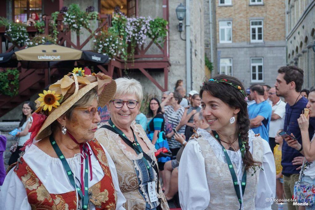 Lors du défilé de la ronde lors des Fêtes de la Nouvelle-France à Québec. Dans mon article sur Les fêtes de la Nouvelle-France : Un festival historique à Québec. #quebec #canada #histoire #NouvelleFrance