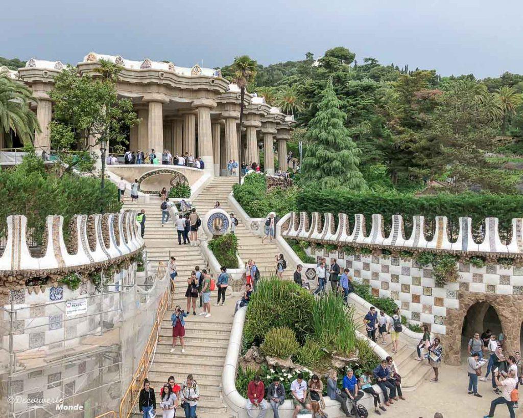 Le parc Güell à Barcelone. Dans mon article Visiter Barcelone en Espagne : Que faire et voir le temps d'un week-end. | Que faire à Barcelone et que voir | Quoi voir à Barcelone et quoi faire | Que visiter à Barcelone | Activités à Barcelone | Où dormir à Barcelone| #barcelone #barcelona #europe #espagne #catalogne #citytrip #voyage #parcguell #gaudi
