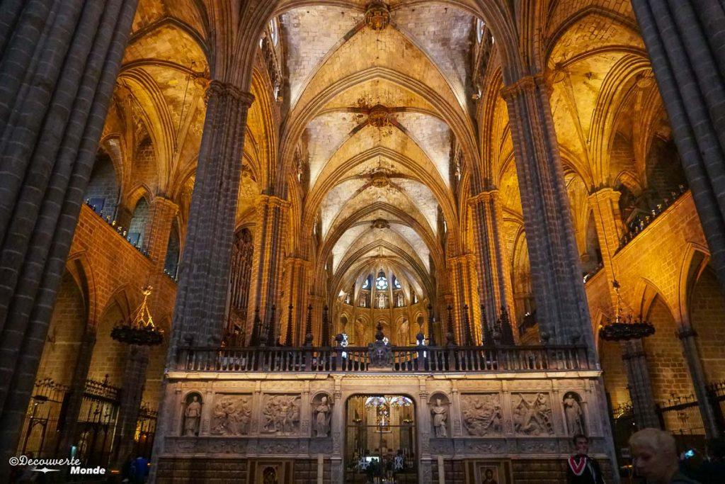 La cathédrale de Barcelone avec son magnifique intérieur. Dans mon article Visiter Barcelone en Espagne : Que faire et voir le temps d'un week-end. | Que faire à Barcelone et que voir | Quoi voir à Barcelone et quoi faire | Que visiter à Barcelone | Activités à Barcelone | Où dormir à Barcelone| #barcelone #barcelona #europe #espagne #catalogne #citytrip #voyage