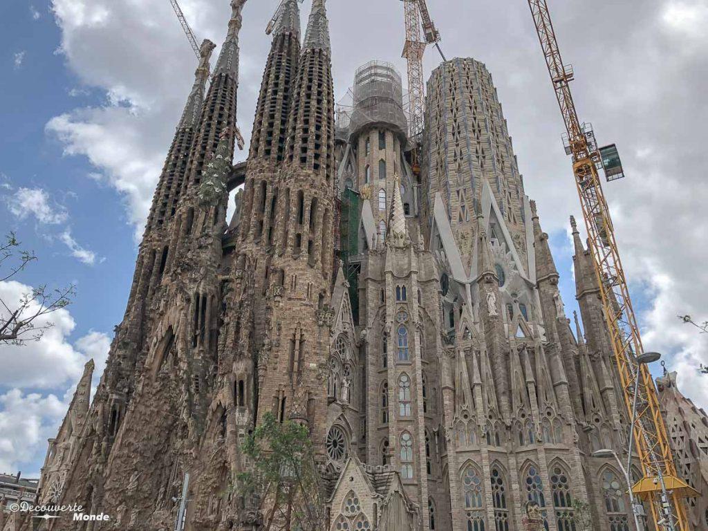 La Sagrada Familia à Barcelone. Dans mon article Visiter Barcelone en Espagne : Que faire et voir le temps d'un week-end. | Que faire à Barcelone et que voir | Quoi voir à Barcelone et quoi faire | Que visiter à Barcelone | Activités à Barcelone | Où dormir à Barcelone| #barcelone #barcelona #europe #espagne #catalogne #citytrip #voyage #sagradafamilia #gaudi