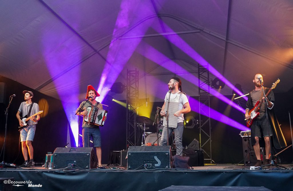 The Winston Band en show lors des Fêtes de la Nouvelle-France à Québec. Dans mon article sur Les fêtes de la Nouvelle-France : Un festival historique à Québec. #quebec #canada #histoire #NouvelleFrance