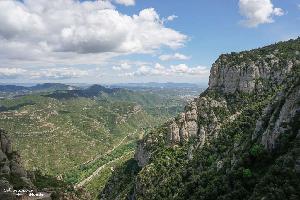 La massif rocheux de Montserrat dans mon article Visiter la Catalogne en Espagne : Que voir et que faire en 8 lieux à visiter #espagne #catalogne #europe #barcelone #voyage #montserrat