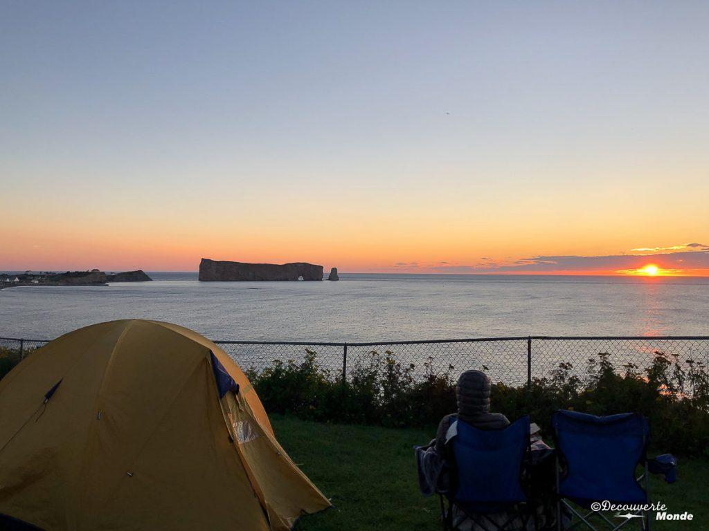 Camping de la Côte Surprise à Percé dans mon article Gaspésie en 10 jours : Itinéraire de mon tour de la Gaspésie en road trip #gaspesie #quebec #canada #voyage #quebecoriginal #explorecanada #camping #perce