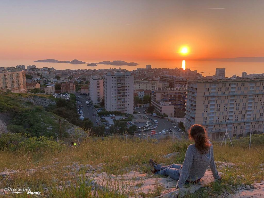 Coucher de soleil sur Marseille dans mon article Visiter Marseille : Quoi faire à Marseille et voir en une journée avec petit budget #marseille #france #europe #voyage